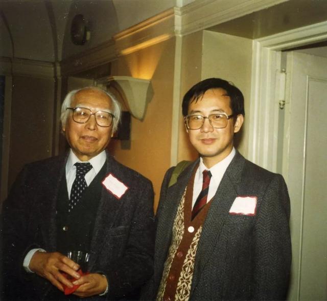 王方宇与白谦慎在中国印章研讨会上(1992)