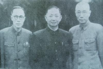 许姬传(左)、许源来(右)与梅兰芳