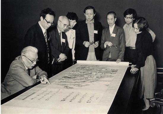 1985年薛永年在美国克里夫兰博物馆与谢稚柳、徐邦达、杨仁恺等合影