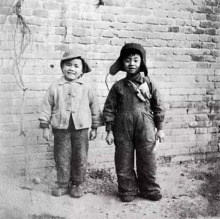 1949年,李小可与董沙贝(董希文摄影)
