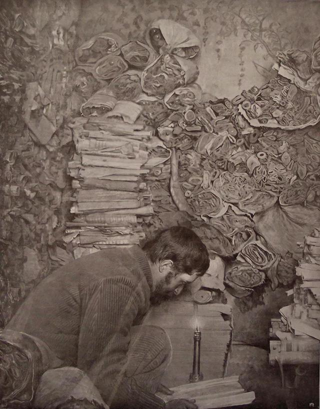 伯希和在敦煌藏经洞。1908年2月25日伯希和考察团从新疆进入敦煌,他们来到莫高窟以后,进行洞窟的编号、测绘、摄影和文字记录工作。