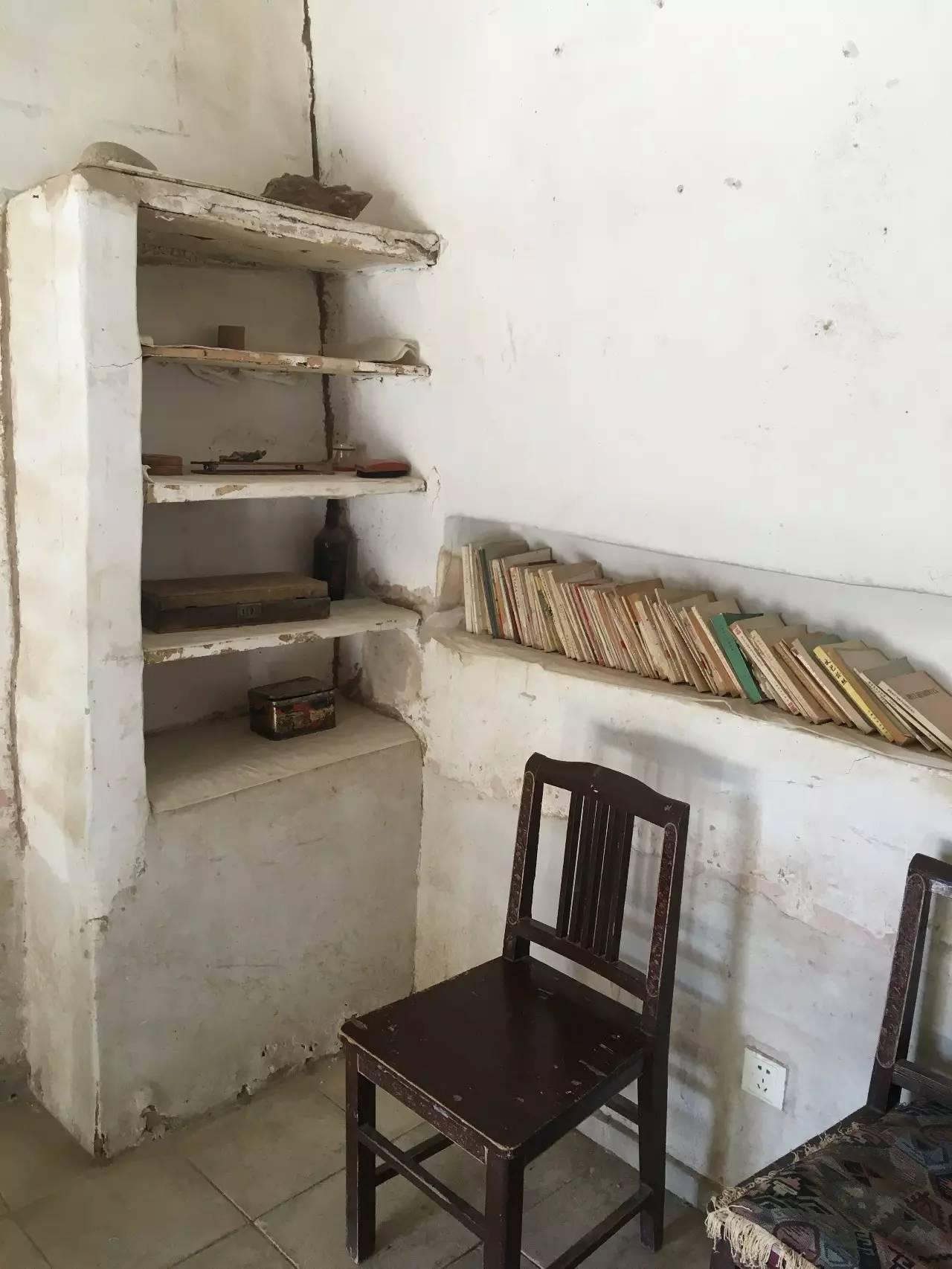 常书鸿简陋的卧室、书房于一体。1 李辉摄