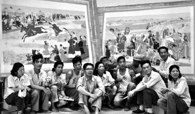 1964年,敦煌研究院院长常书鸿和莫高窟的艺术家 2