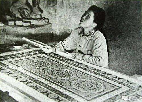李承仙临摹壁画 副本缩图