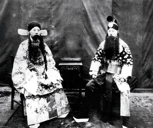 张伯驹演出《四郎探母》剧照。余叔岩饰杨延昭(左),张伯驹饰杨延辉