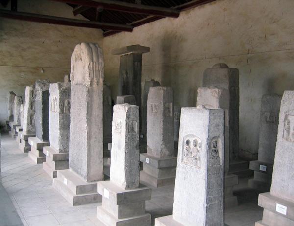 陕西耀县药王山北朝造像碑一角。图源陈根远的博客。 副本 缩图