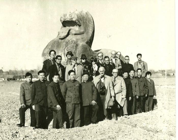 1973年,美国考古学者代表团合照,图片来源:中国美术学院高居翰数字图书馆 缩图